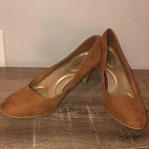 Dexflex comfort tan suede heels